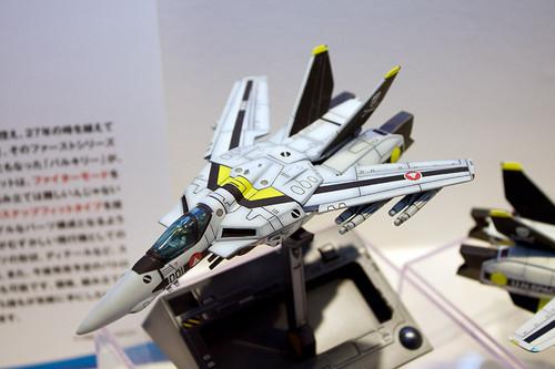 1/100スケール 超時空要塞マクロス VF-1S ファイター ロイ・フォッカー機 1