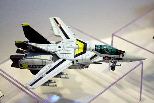 1/100スケール 超時空要塞マクロス VF-1S ファイター ロイ・フォッカー機 3