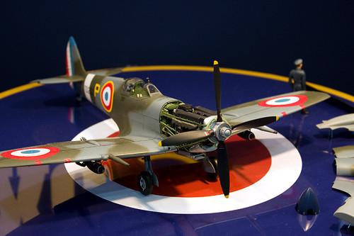 1/32エアークラフトシリーズNo.19 スーパーマリン スピットファイア Mk.IXc 右前