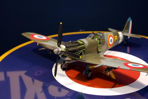1/32エアークラフトシリーズNo.19 スーパーマリン スピットファイア Mk.IXc 左前
