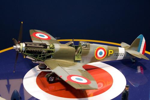 1/32エアークラフトシリーズNo.19 スーパーマリン スピットファイア Mk.IXc 左1