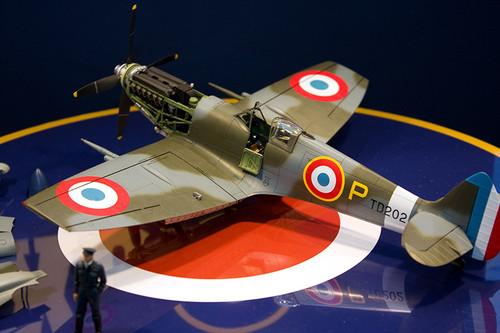 1/32エアークラフトシリーズNo.19 スーパーマリン スピットファイア Mk.IXc 左2