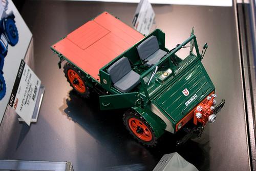 1:18 ダイキャスト製 シュコー メルセデス・ベンツ ウニモグ U401 消防車 右前上