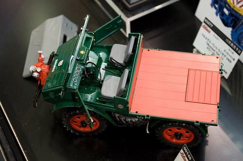 1:18 ダイキャスト製 シュコー メルセデス・ベンツ ウニモグ U401 消防車 左上