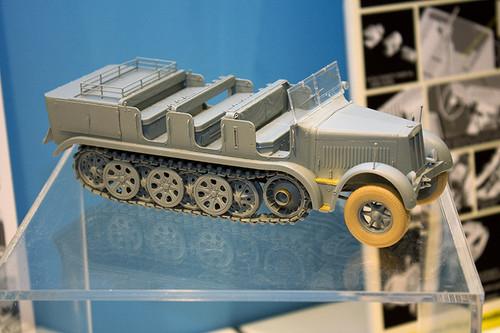 1:35 ドラゴンモデル ドイツ Sd.Kfz.7 8t ハーフトラック 極初期型 全景右