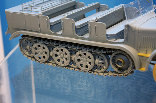 1:35 ドラゴンモデル ドイツ Sd.Kfz.7 8t ハーフトラック 極初期型 右