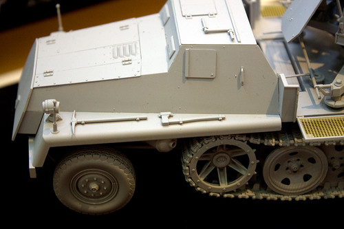 1/35 WWII 独 重国防軍牽引車 sWS 3.7cm Flak43 搭載型対空自走砲 左前アップ1