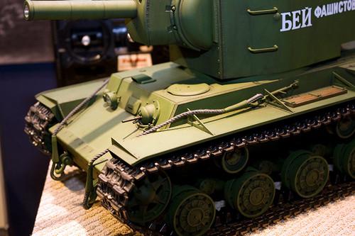 1/16RCタンクシリーズNo.29 ソビエト KV-2 重戦車 ギガント 左前アップ