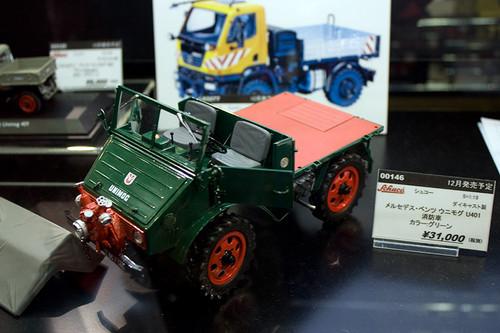 1:18 ダイキャスト製 シュコー メルセデス・ベンツ ウニモグ U401 消防車 左前