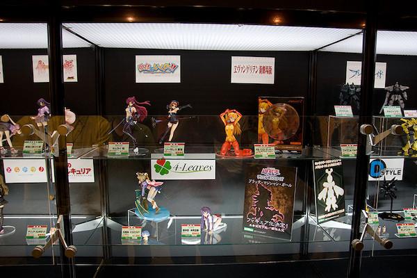 フィギュア展示スペース 3