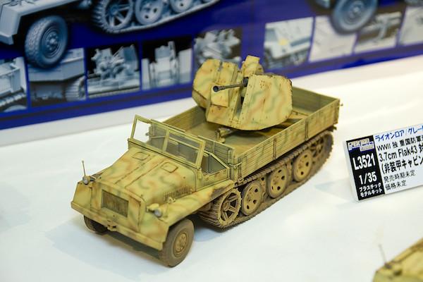 1/35 WWII 独 重国防軍牽引車 sWS 3.7cm Flak43 対空機関砲搭載型(非装甲キャビン型) 1