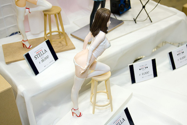 NIGHT-BLUEオリジナルレジンキット STELLA(椅子付き) 2