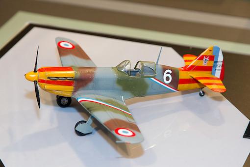 1/48 デヴォアティーヌD.520 エース搭乗機(スタッフカー付き) 1