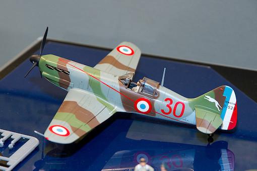 1/48 デヴォアティーヌD.520 エース搭乗機(スタッフカー付き) 5